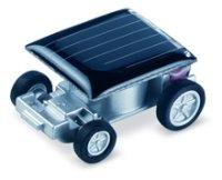 Маленькая машинка на солнечной энергии