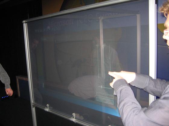 Microsoft TouchWall превратит  любую плоскую поверхность в мультисенсорный дисплей