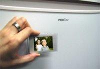Цифровая фоторамка и магнит для холодильника в одном