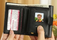 Leather-wallet-with-digital-photo-viewe