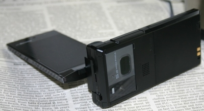 Fujitsu предлагает водонепроницаемый телефон с сенсором отпечатков пальцев