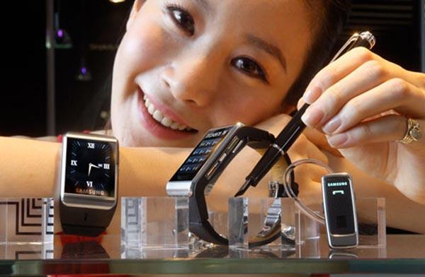 Samsung-s9110-watchphone_2