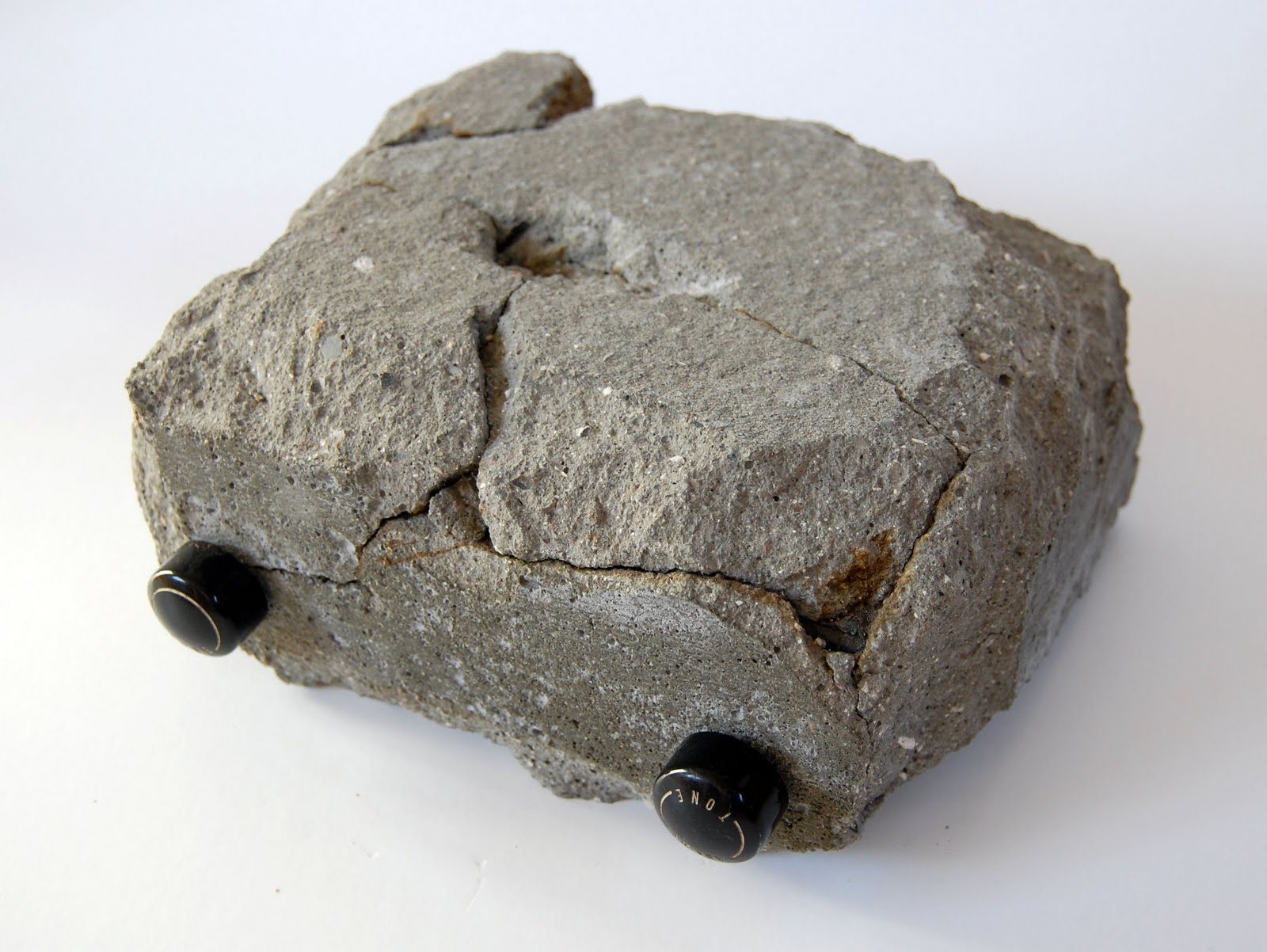 Каменное радио от Гуса Остербана