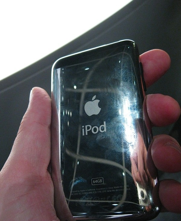 Apple обновляет линейку iPod touch, увеличивает объем памяти iPod classic, снижает цены на iPod shuffle и снимает с производства 2-е поколение линейки