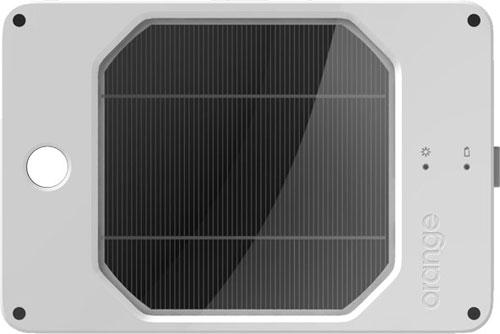 Зарядное устройство на солнечных батареях с впечатляющей емкостью