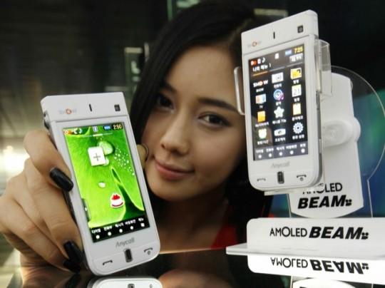 Телефон Samsung Beam SPH-W9600 с AMOLED-дисплеем и пикопроектором