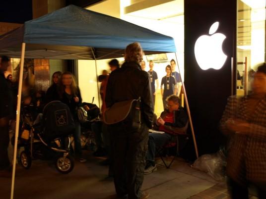 Сегодня iPad от Apple поступает в продажу