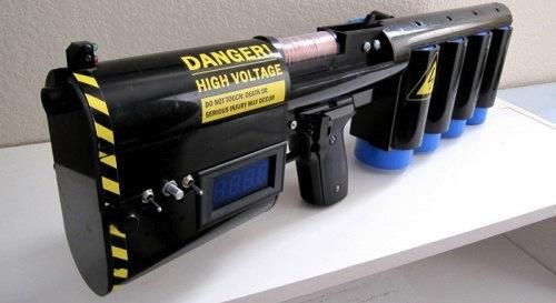 Портативная пушка Гаусса собрана в домашних условиях