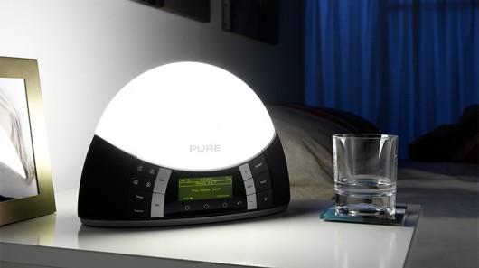 Будильник Pure Twilight сочетает в себе симулятор рассвета и цифровое радио