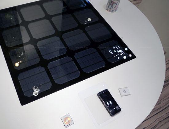 Стол с солнечными панелями от Panasonic