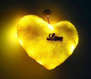 Светящаяся подушка - подарок для любимой