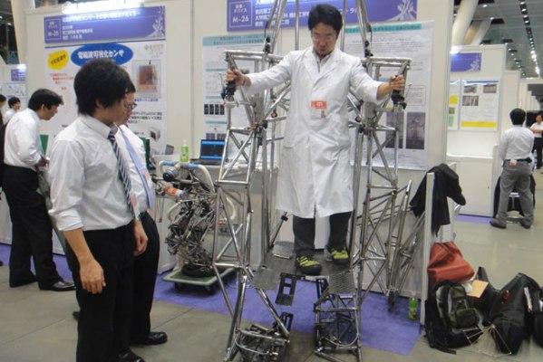 Двуногий сверхустойчивый робот для ходьбы