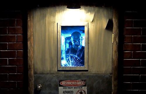 Анимированная дверь Animatronic Asylum Door Prop для любителей черного юмора