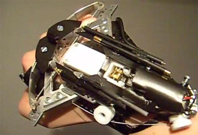 Wristbow: миниатюрный арбалет с лазерным прицелом