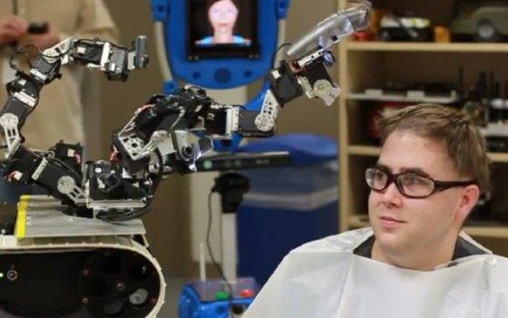 Робот-парикмахер принял участие в благотворительной акции
