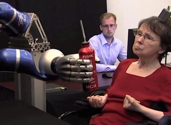 Роботическая рука BrainGate, контролируемая силой мысли