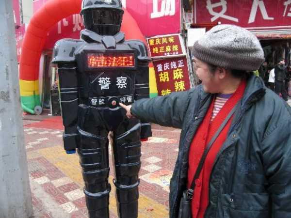 Роботы-полицейские на улицах Китая