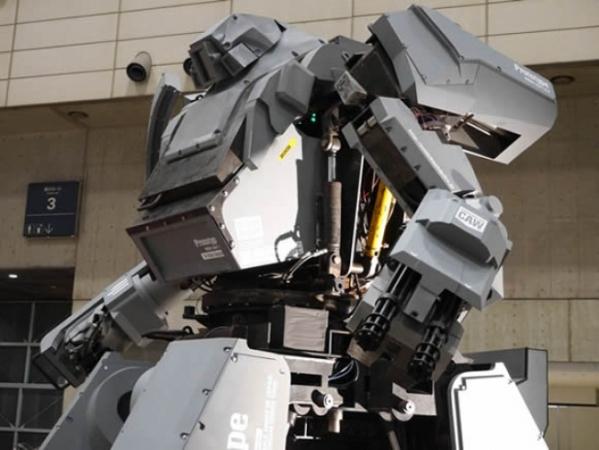 Четырехметровый боевой робот, управляемый смартфоном