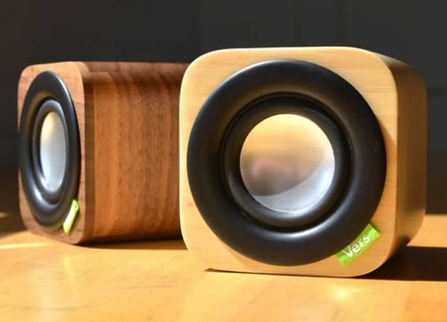 1Q – миловидные динамики в деревянном корпусе