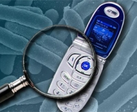 На мобильных телефонах в 10 раз больше микробов, чем в уборных