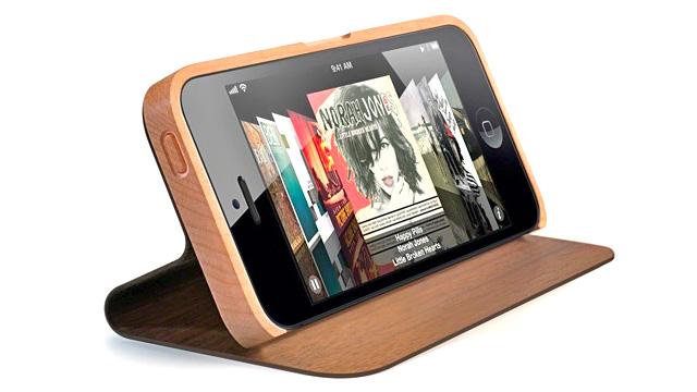 Minion Book – деревянный кейс для нового iPhone