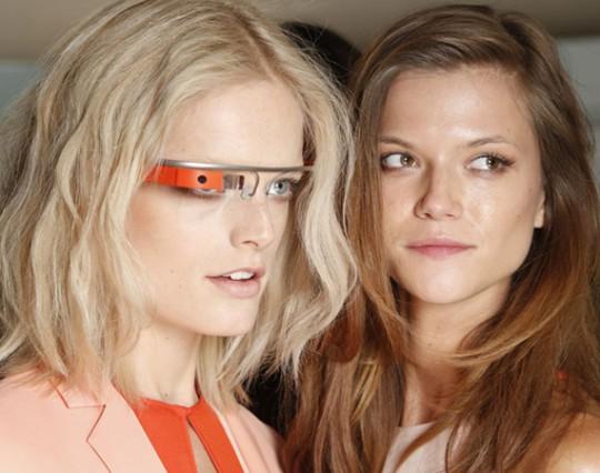 Очки Google Glass будут поддерживать технологию костной проводимости