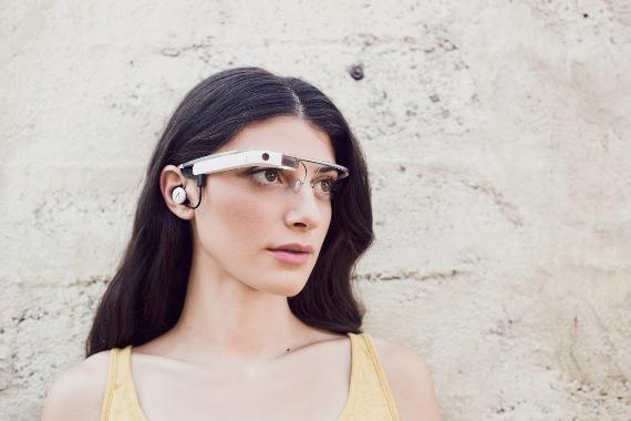 Google показали версию очков Glass 2.0