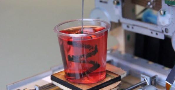 3D-принтер из дисковых приводов для трехмерных рисунков в желе