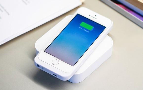 Беспроводное зарядное устройство ARK зарядит смартфон быстрее других