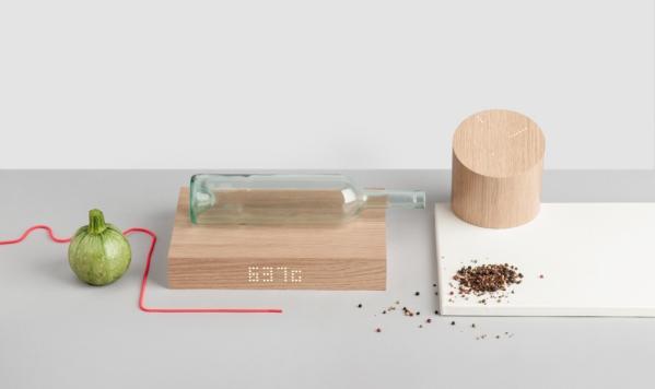 Кухонные весы/часы в виде деревянного блока с подключением к Интернету