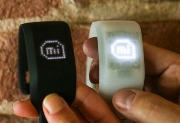 Смарт-браслет Adidas miCoach Fit Smart поступит в продажу в августе