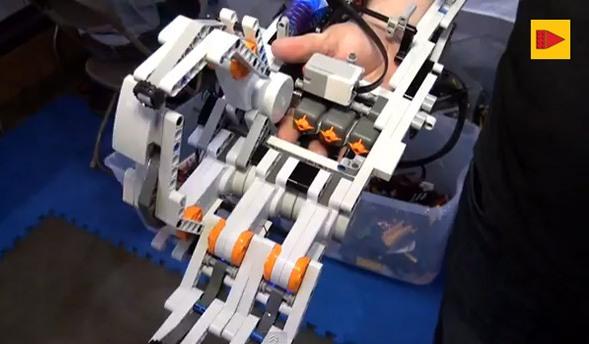 Роборука из Lego может сгибать пальцы
