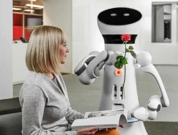Care-O-bot 4 – многоцелевой робот-помощник