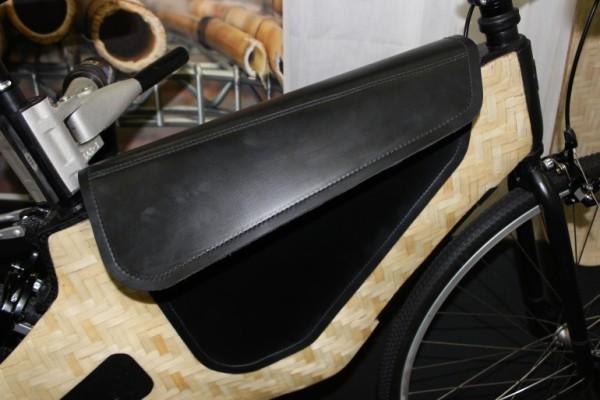 Электрический велосипед Bamboost из бамбука и бальзы