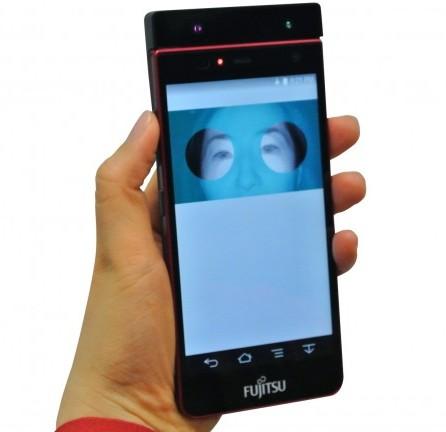 Прототип смартфона Fujitsu разблокируется морганием глазами