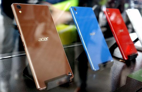 Смартфон Acer Liquid S2 на три SIM-карты и с высокоемкостным аккумулятором