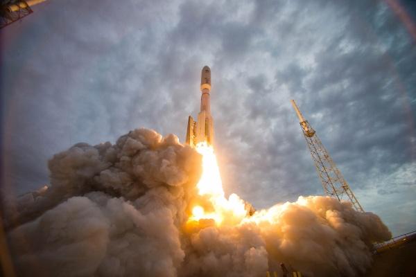 NASA создала материал с функцией «самозаживления»