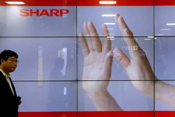 Sharp готова продаться Foxconn, тайваньцы могут передумать