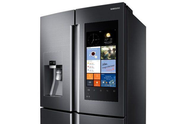 Холодильник Samsung Family Hub с камерами и огромным экраном