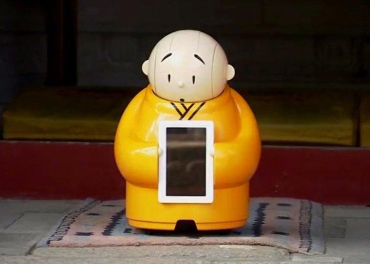 В Китае место одного из монахов занял робот