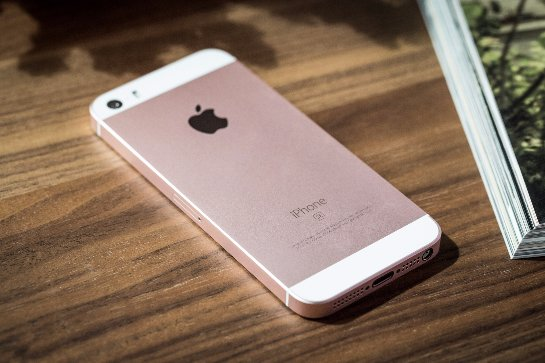 Розничные торговые сети снизили цены на iPhone SE
