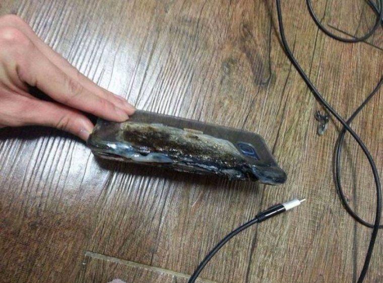 Новый флагманский смартфон от корейцев сгорел во время зарядки