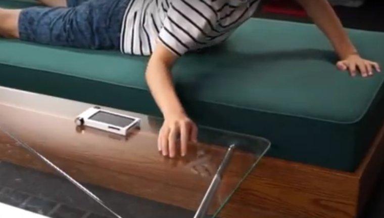 Японцы показали чехол для смартфона с колесиками