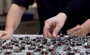 Небольших роботов научили выполнять разные задания