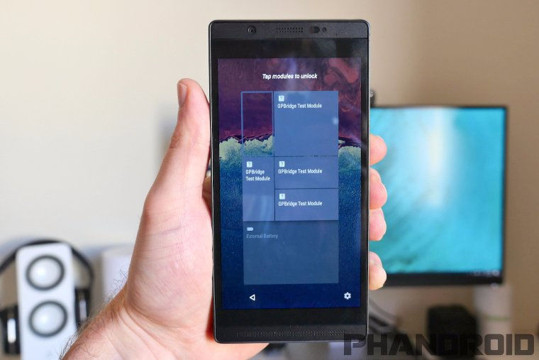 Появились фотографии модульного смартфона от Google