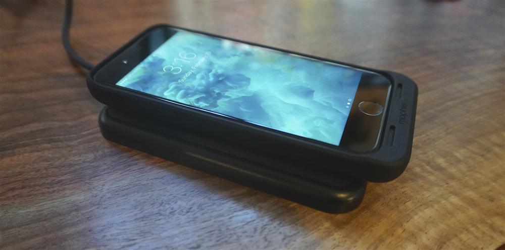 Чем хорош чехол-батарейка Mophie Juice Pack Air с беспроводной зарядкой для iPhone 7?