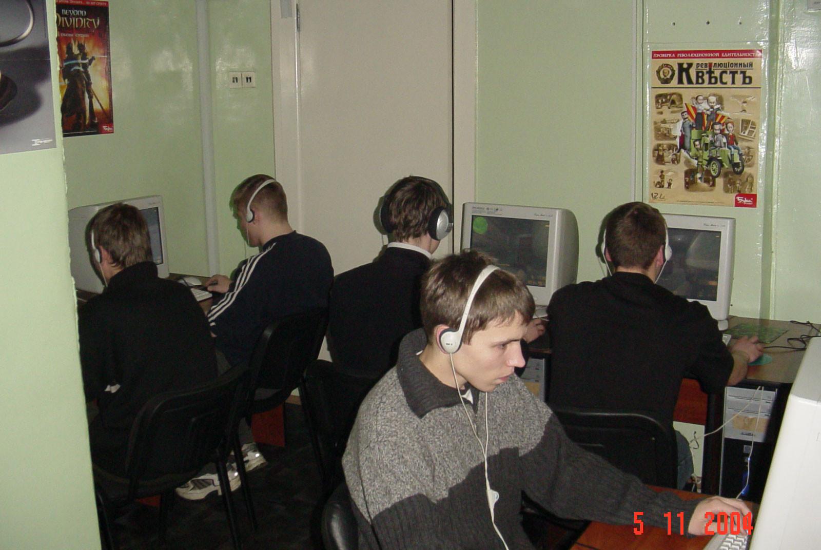 «Олю Николай отверг, потому что Оля – Зерг». Как Blizzard переиздает легендарную RTS