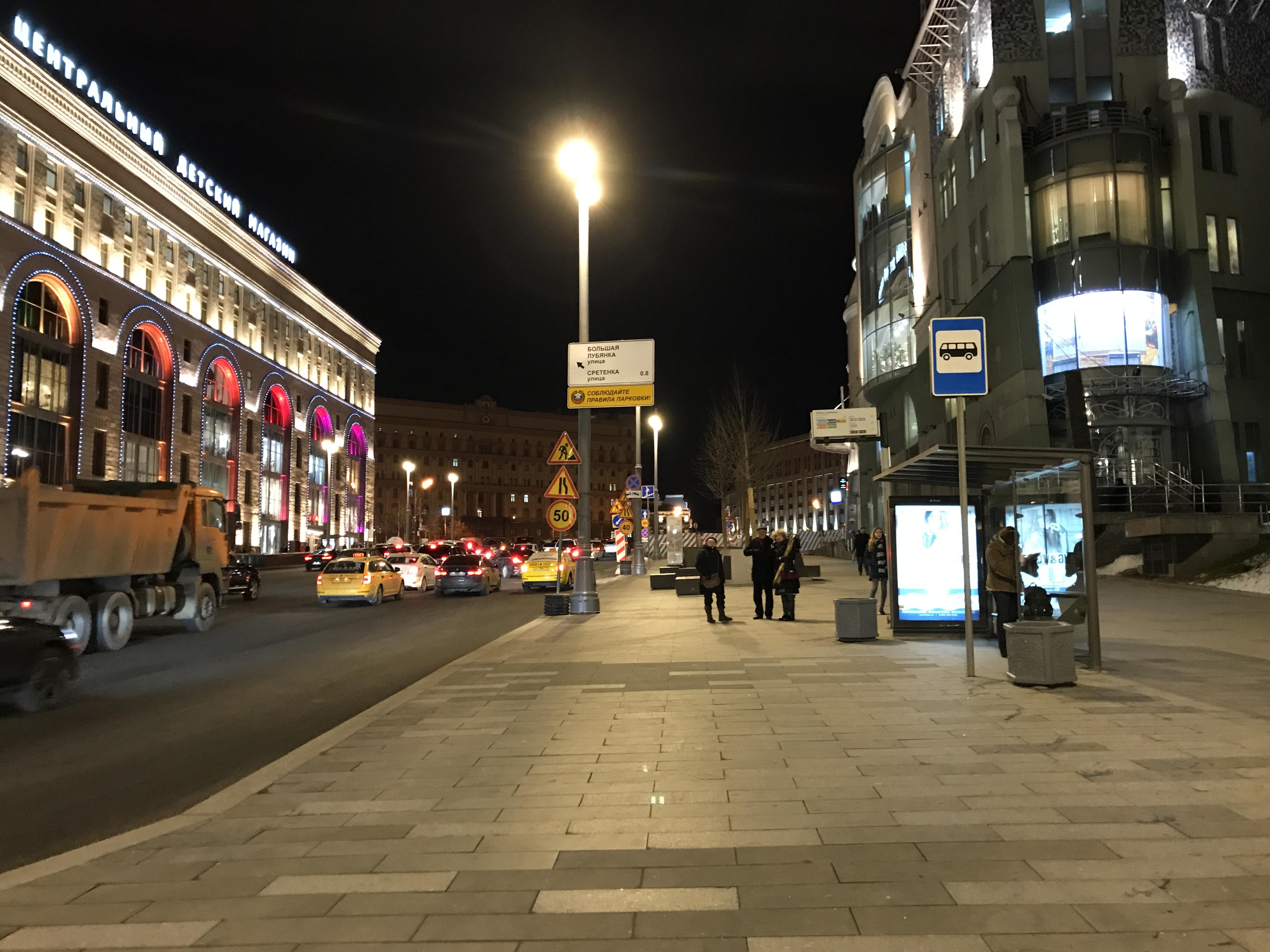 Мы сравнили ночные фото с Galaxy S8+ и iPhone 7