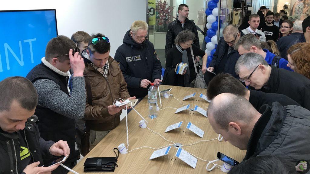 Meizu теперь рядом с Apple. Сходили на открытие магазина в Москве