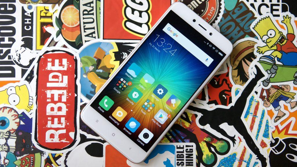 Xiaomi назвала цену на «безрамочный» Mi Mix и другие модели в России